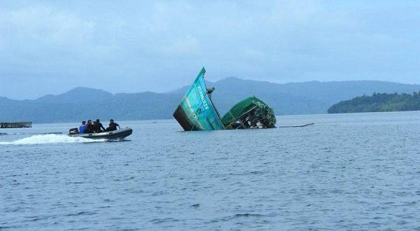 غرق قارب بإندونيسيا