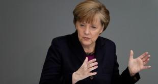 Angela Merkel discusses Russia at German parliament building
