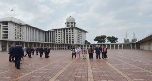 مايكل بنس يزور مساجد إندونيسيا